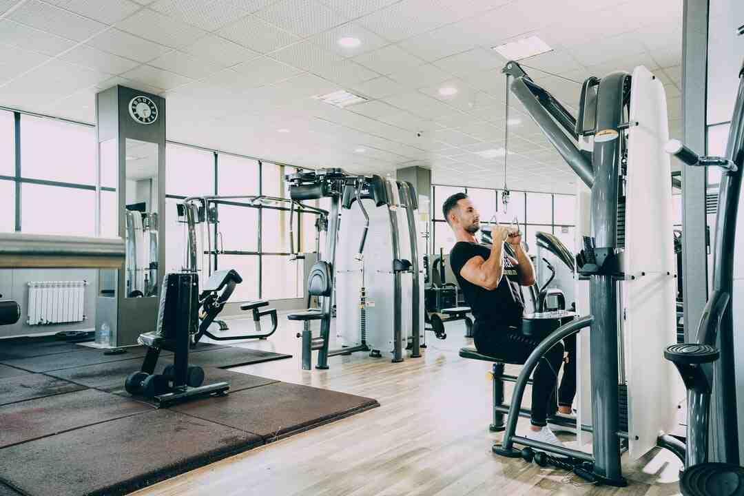Comment faire de l'exercice chez soi avec des poids libres